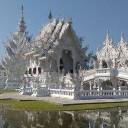 prechtige witte tempel