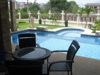 2 tuin met zwembad en jacuzzi.JPG