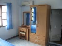 Vakantiehuis met tuin in Cha-am kast.JPG