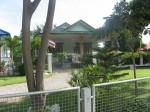 Vakantiehuis met tuin in Cha-am buren.JPG