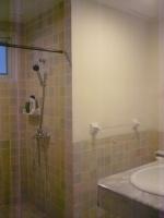 Shower rm 2.JPG