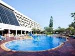 Swimming pool Methavalai Hotel Cha-am (4).jpg