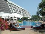 Swimming pool Methavalai Hotel Cha-am (20).JPG