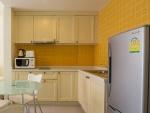 keuken met koelkast in het Mykonos Appartement